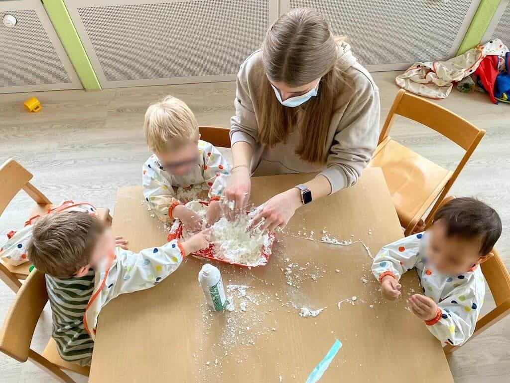 Schnee selber basteln - Kinderkrippe und WaldkinderkrippeBlluemli in Zuerich Witikon