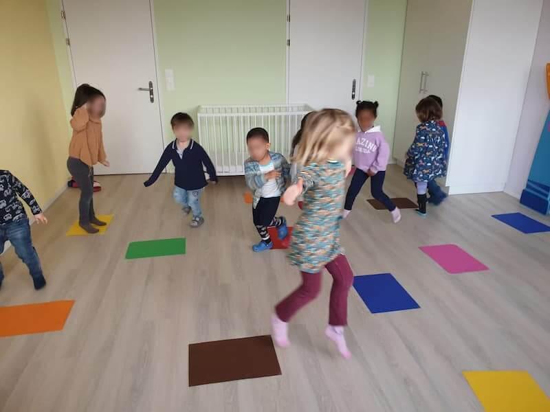 Farben und Bewegungsspiel - Kinderkrippe und Waldkinderkrippe Blüemli in Zürich Witikon