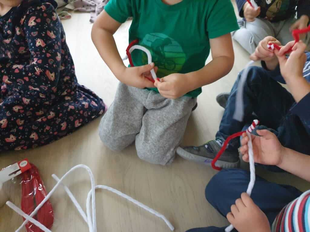 Zuckerstangen basteln - Kinderkrippe und WaldkinderkrippeBlluemli in Zuerich Witikon